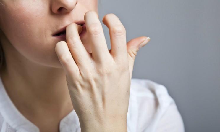Ansia-e-attacchi-di-panico-patologici-differenze-744x445